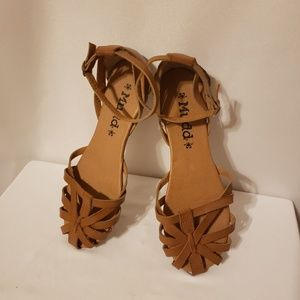 Mudd brown sandals womans 7.5